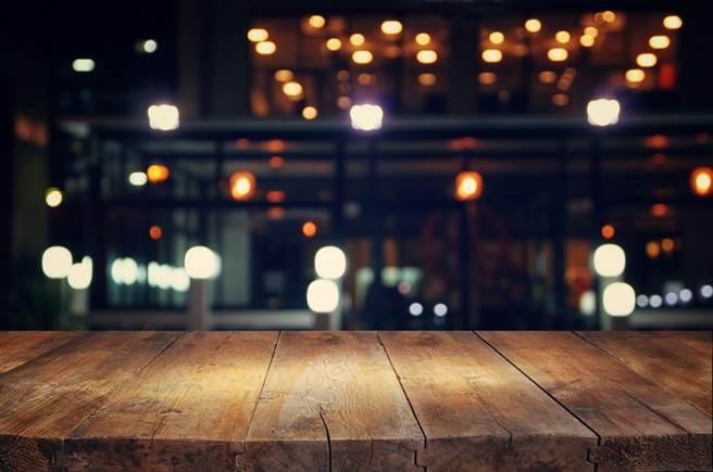 高大成日前与友人餐叙时,友人与邻座爆发肢体衝突。(示意图/Shutterstock)