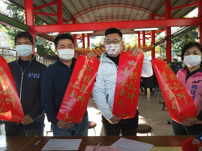 前立委顏宽恒表示,他跟陈柏惟是选举对手,罢不罢免,全交由乡亲决定。(陈淑娥摄)