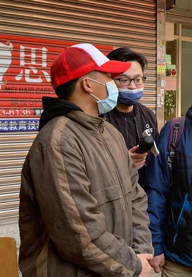 台中27歲「5寶爸」江姓男子說,因兼2份差日睡3小時,快生病累倒。(翻攝照片/張妍溱台中傳真)