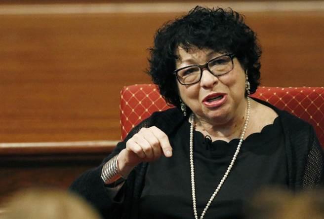 美國最高法院大法官索妮雅·索托馬悠爾(Sonia Sotomayor)是第一位西班牙裔、第三位女性大法官,。(圖/美聯社)