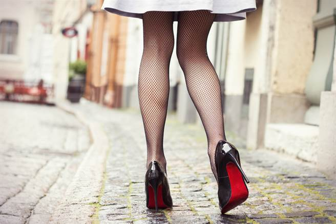 原PO透露,每當久站不動,小腿就會出現發紅症狀。(示意圖/達志影像)