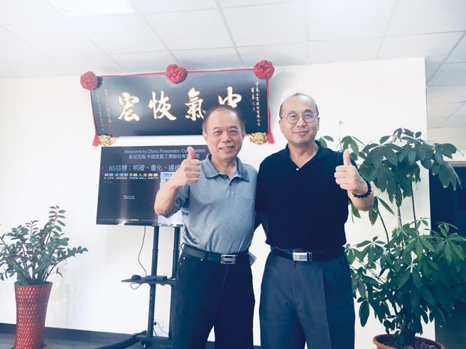 倢通科技與中國氣動合作開發智慧螺絲,已取得多項專利,預計搶攻全球工業4.0商機;圖左為中國氣動董事長、右為倢通科技董事長藍文鈞。圖/業者提供