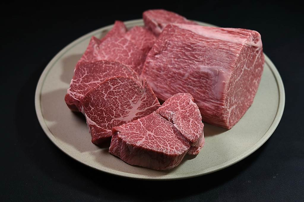 〈渡邉〉的〈和牛三明治〉是用「日本三大和牛」之一的近江牛菲立製作。(圖/姚舜)