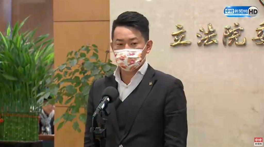 針對罷免議題一事,基進黨立委陳柏惟接受聯訪回應。(圖/中時新聞網)