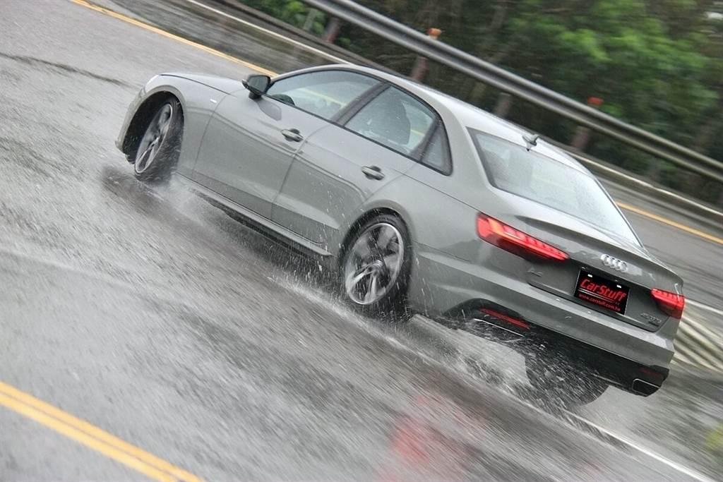 取消原本後驅比例較多的設定之後,相較於BMW車系四輪驅動所展現的風格,沒有xDrive微輕浮在路面上的輕快感,A4 45 TFSI quattro所展現的是更加與地面黏著的踏實穩定感。而這也明顯區別出與對手的不同特點,若還是喜歡過去後驅比例多一些的買家,現在就只有RS 4了。