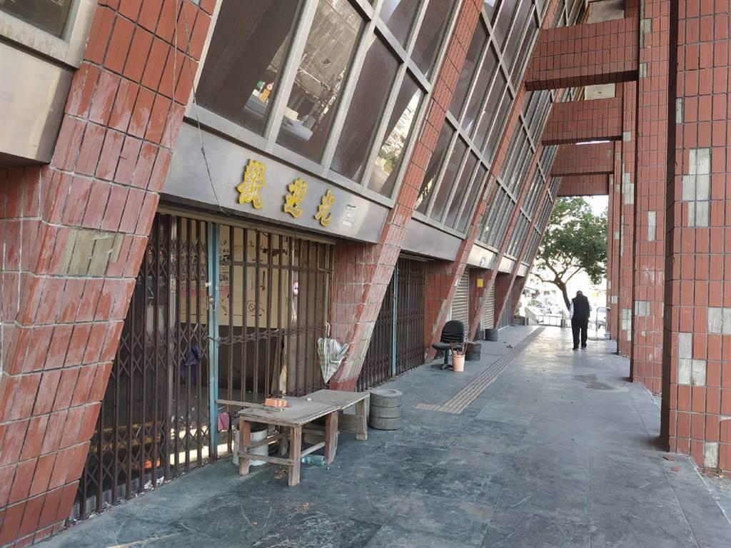 雲林縣北港鎮台汽車站閒置20餘年,成為髒亂、治安死角。(張朝欣攝)