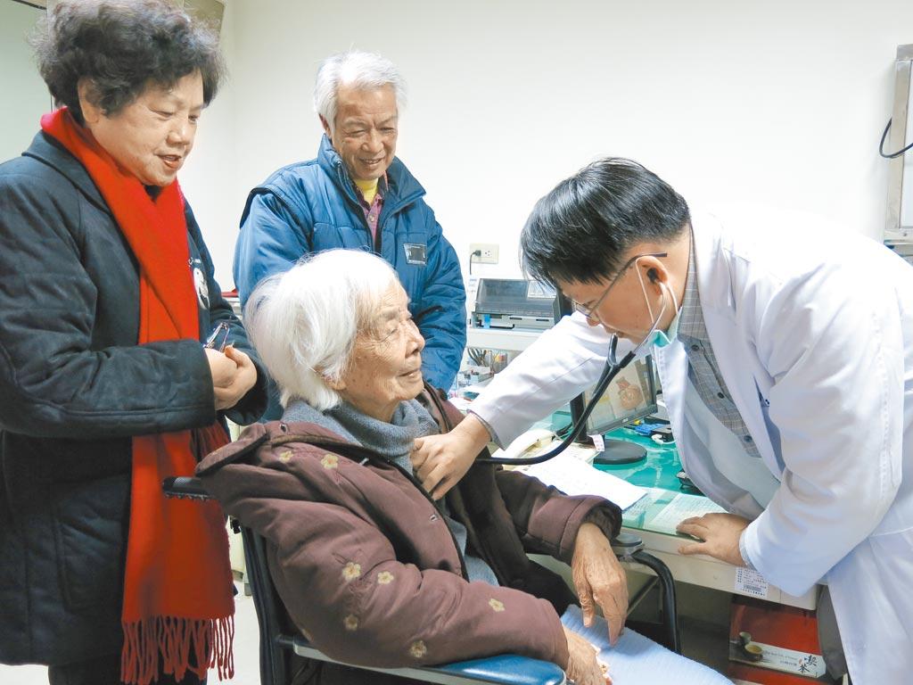 天主教中華聖母基金會執行長黎世宏指出,2017年調查2000多個服務對象,幾乎每2案即有1案為老老照顧。圖非當事人。(本報資料照片)
