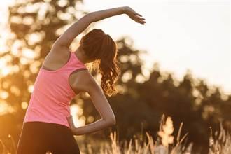 午後的腰酸背痛》來練臀部伸展拉筋 帶動肌筋膜一起放鬆