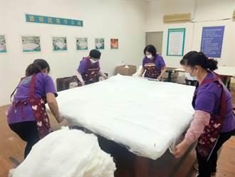 寒流來襲台南下營蠶絲被熱賣 總體銷量不若往年