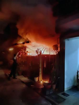 台南北區民宅火警 鄰宅父女受困廁所獲救