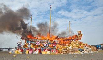 茄萣燒500萬元大王船 祈求疫情快結束
