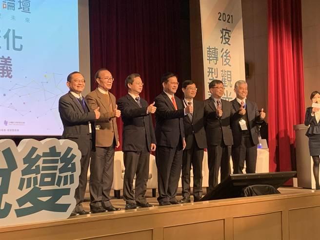 交通部舉辦「2021疫後觀光轉型論壇」,7部會首長齊聚。(潘千詩攝)