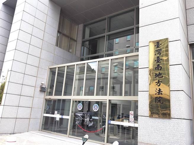 停职中的简姓警员涉诈欺未遂、窃盗等罪,但因与被害人和解,被台南地方法院判缓刑。(本报资料照片)