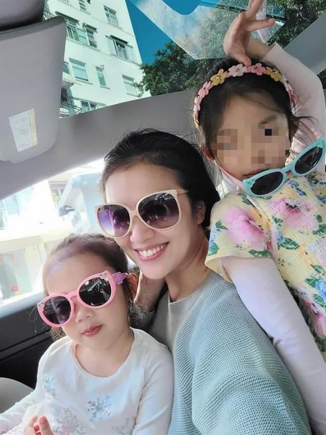 贾欣惠婚后生下两个可爱女儿。(图/FB@贾欣惠)