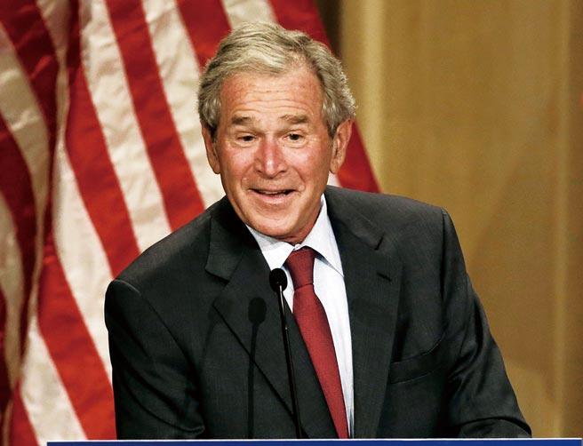 一位扁政府國安人士透露,2001年,小布希總統宣布軍售我8艘潛艦,其間過程曲折,而蔡英文當年也是赴美爭取美國售我潛艦的小組成員。(美聯社)