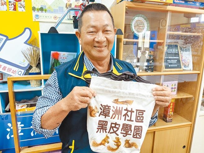 63歲的蘇順政是漳州社區再造的靈魂人物,他推動成立關懷據點照顧老人、小孩及弱勢族群,並引進種植木玫瑰,催生了在地特色產業。
