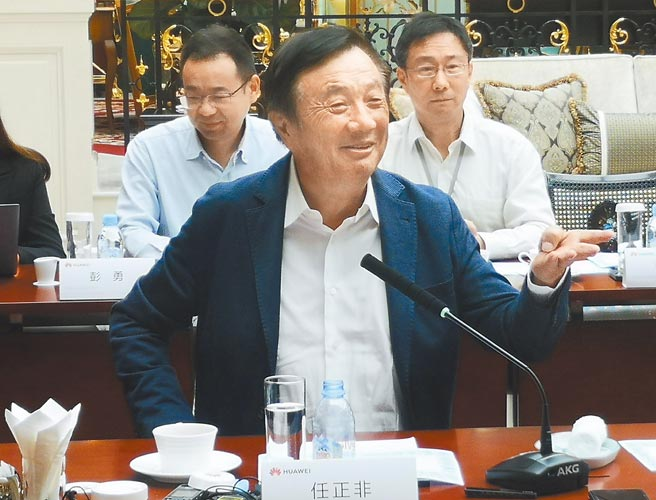 受美國禁令衝擊,加上NCC嚴查陸製影響,華為在台已超過1年未推出新手機,品牌體驗館也在本月初熄燈,引發是否要退出台灣手機市場的揣測。(新華社)