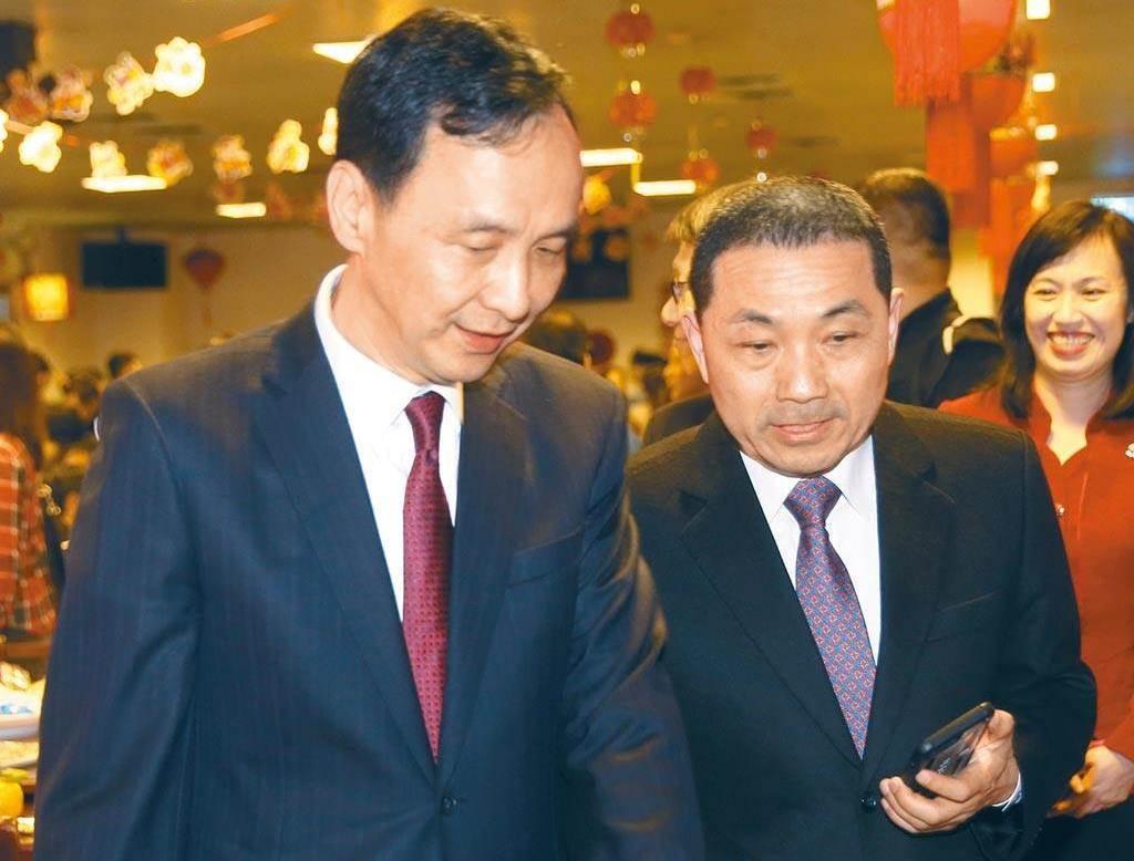 新北市市長侯友宜(右)、新北市前市長朱立倫(左)。(本報資料照片)