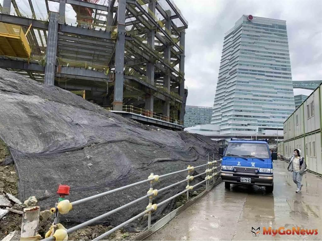 南港工地挖出含氨土石 環保局責令限制外運 俟改善計畫通過始得復工開挖(圖/台北市政府)