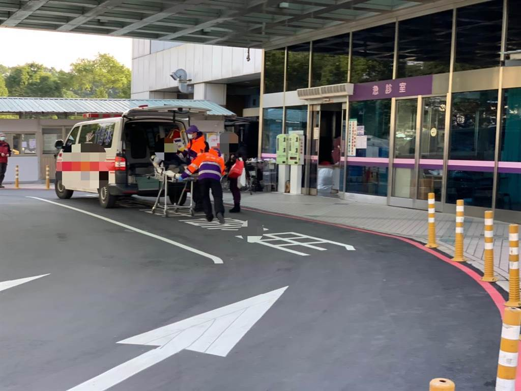部立桃園醫院群聚感染,22日出現一位90歲的病患及其女兒確診,但在醫院照顧他的2個女兒卻都沒染疫。此為示意圖。(本報系資料照片)