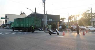 貨櫃車轉彎視線死角 台南7旬婦遭撞魂斷輪下