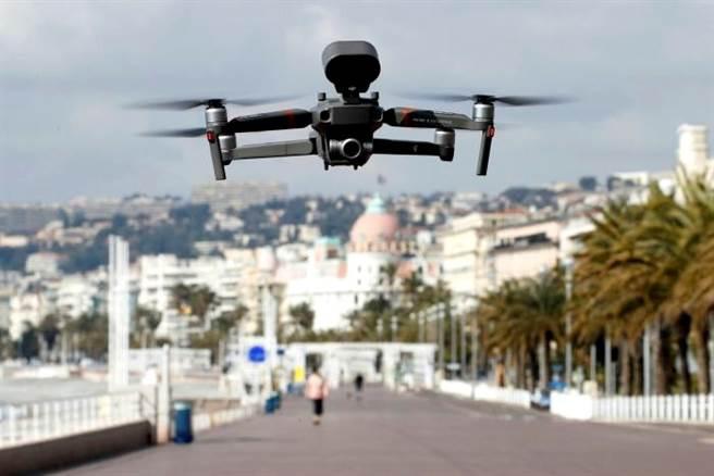美國總統川普18日簽署行政命令,指示各機構優先從政府中移除陸製無人機,並且評估安全風險。圖為大陸大疆創新研發的無人機。(資料照/中新社)