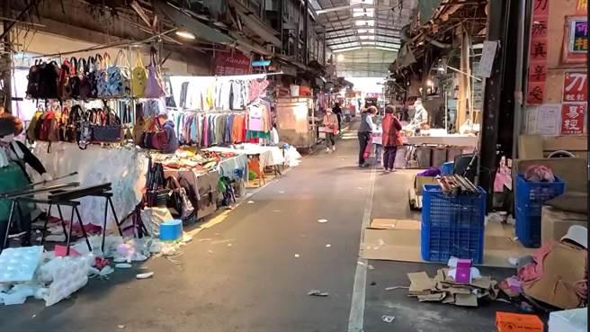 南门市场明停市1日,里长怨看新闻才知,摊商怒年难过。(蔡依珍摄)
