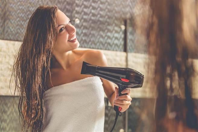 女抱怨旅館這款吹風機極難用 過來人一看狂勸:不要用會爆炸
