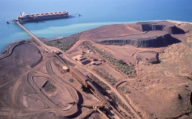 最新消息指出,大陸近期正計畫提高鐵礦石的自給率到45%以上,到時澳洲鐵礦石很可能會承受最大的損失。圖為西澳鐵礦出產地。(圖/達志影像/shutterstock)