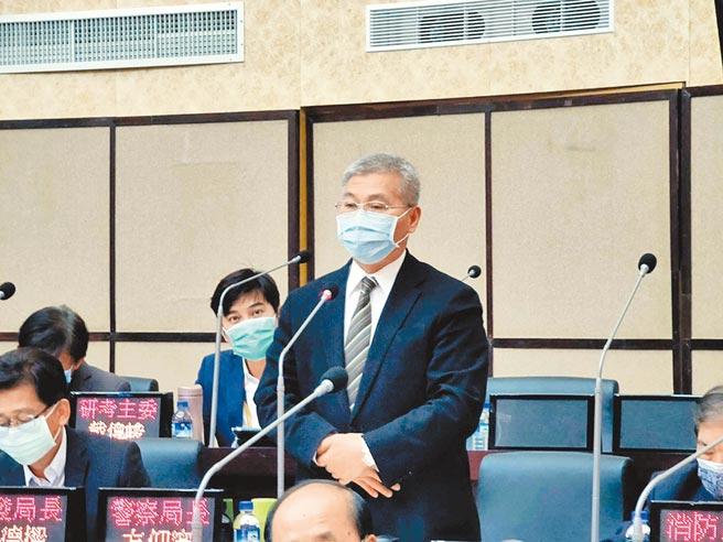 刚到任3天的台南市政府警察局长方仰寧首度到议会备询。(洪荣志摄)