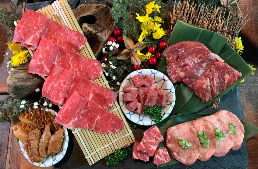 這次加入牛肉與伊比利豚盛合2款燒肉選項,讓吃貨們一次滿足2種願望!(圖/楊婕安攝)