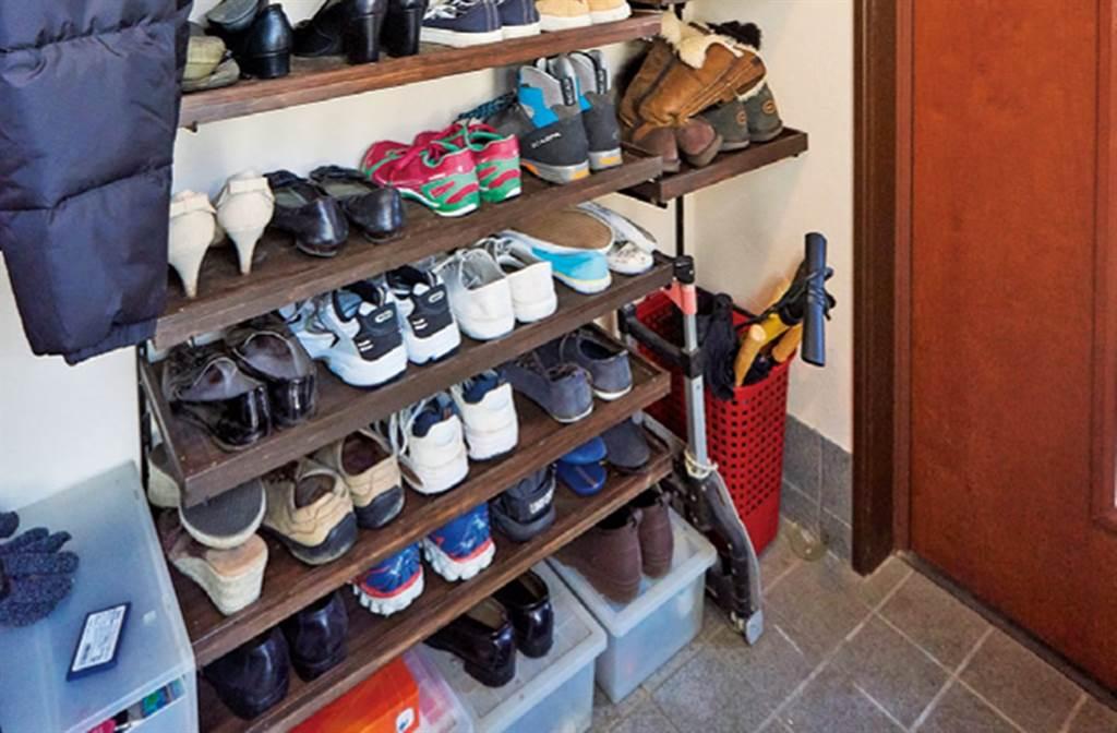 依照鞋子大小決定深度與高度-層板深度是比照家中最大的30公分鞋子;而高度則符合家中所有鞋類的需求。(圖片提供/台灣廣廈)