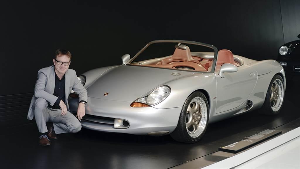 現任特殊項目總監Grant Larson負責設計當時的概念車。他延續了早期Spyder、Speedster和Roadster跑車的造型來開發,並特意引用了1950年代的550 Spyder和718 RS 60。同樣具備中置引擎的概念,造型採用後部突出的短車身、前端遠遠超出了前軸,以及居中位置的排氣尾管。獨特的進氣口也是重要的設計元素,另外還有創新照明技術的頭燈。