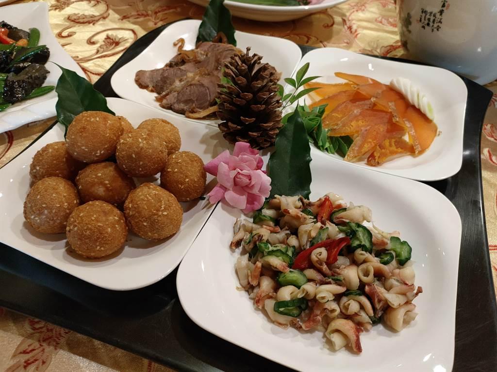 沈佑澤說,食材都避免使用豬肉加工食品,像是貢丸類,他們比較無法把關,因此乾脆不用。(吳建輝攝)