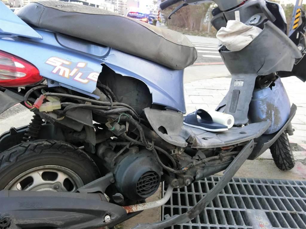 车祸发生后,巫女的重机车右侧车身受损。(警方提供/陈世宗台中传真)