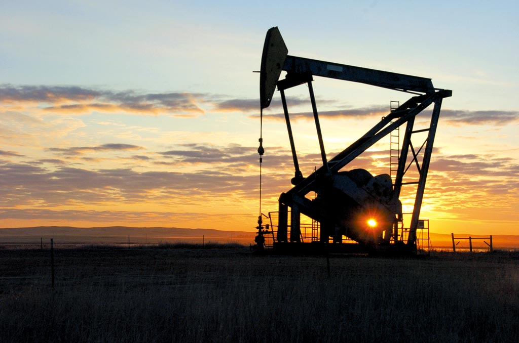 OPEC+產油國決意持續減產,推高油價。圖/美聯社