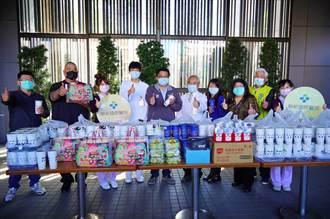捐物資、雞排挺醫護 盼疫情有好轉機