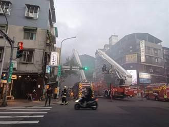 北市臥龍街公寓火警竄濃煙  消防救出7人皆無須送醫