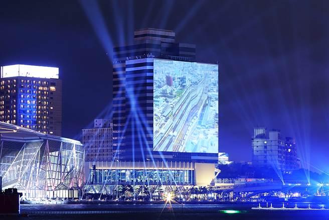 大元國際大樓百年視窗投影。(圖/Carter攝)