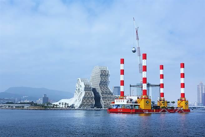 宏禹一號承載力極強,曾是支援南方澳大橋得以順利拆除的重要關鍵。(圖/Carter攝)