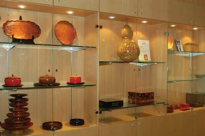 台灣首座公立的「豐原漆藝館」展示生活常用的鍋、碗、瓢、盆等漆器。(台中市觀旅局提供/王文吉台中傳真)