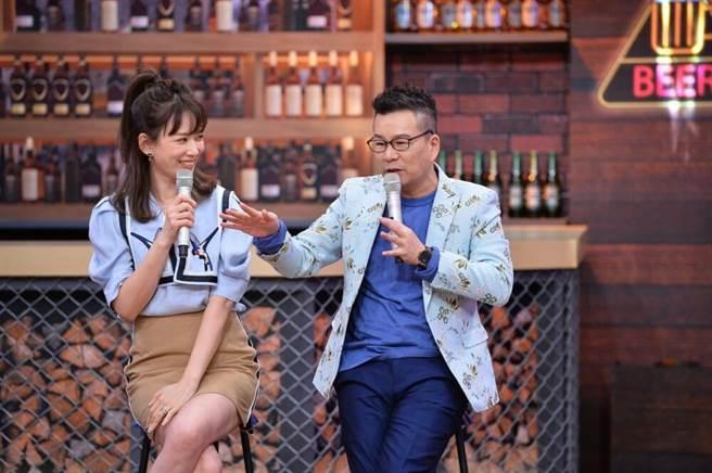 沈玉琳(右)自曝小時候父母管很嚴。(TVBS提供)