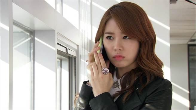 《加油!純信》劉寅娜飾演樣樣出色從小就不服輸。(圖/中天娛樂台提供)