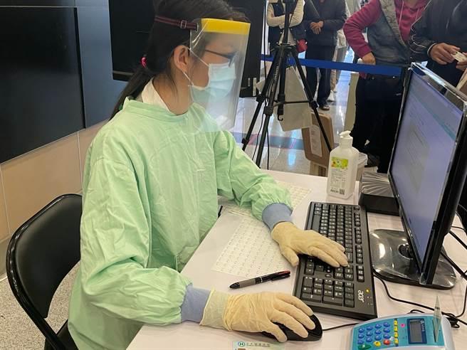 中國醫藥大學新竹附設醫院加強管制,陪病家屬限制1人。(莊旻靜攝)