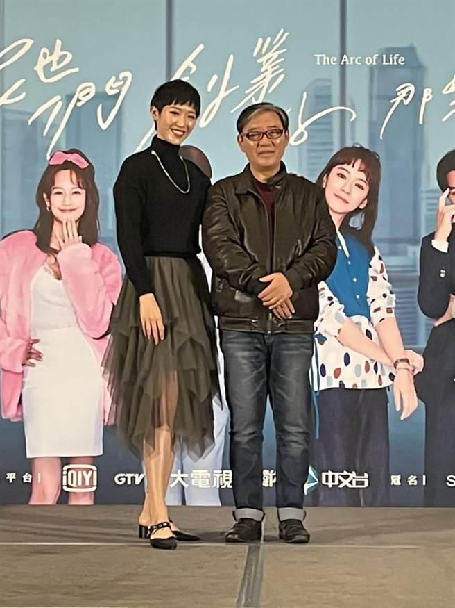 李立群(右)和女儿李元元在《她们创业的那些鸟事》有精彩演出。(许政榆摄)