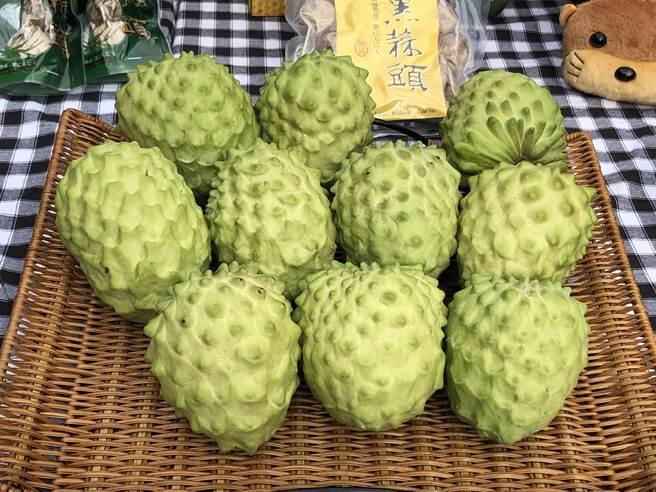 台東釋迦進入盛產季節,已在金門縣農會限時預購,引起鄉親熱烈回響。(李金生攝)