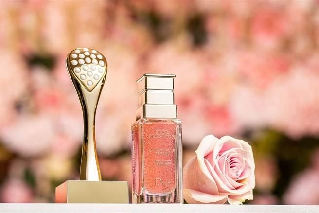 迪奧精萃再生玫瑰微導精露與迪奧微導珍珠按摩壓勺情境照。(迪奧提供)
