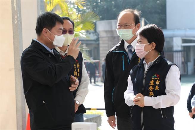 台中市長盧秀燕視察大學學測考場防疫應變中心,了解中心內防疫相關規範。(林欣儀攝)