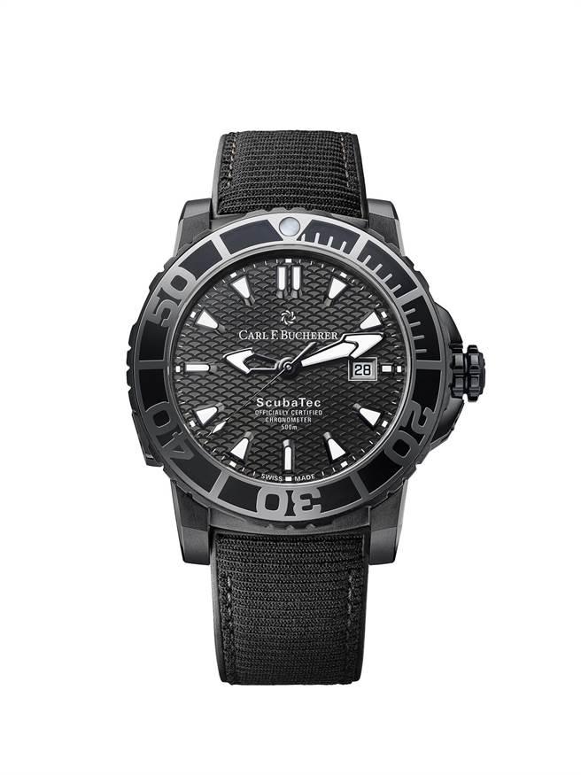 寶齊萊柏拉維深潛系列(Patravi ScubaTec)碳黑版腕表,橡膠表帶是以回收海洋廢棄保特瓶再製而成,25萬元。(Carl F.Bucherer 提供)