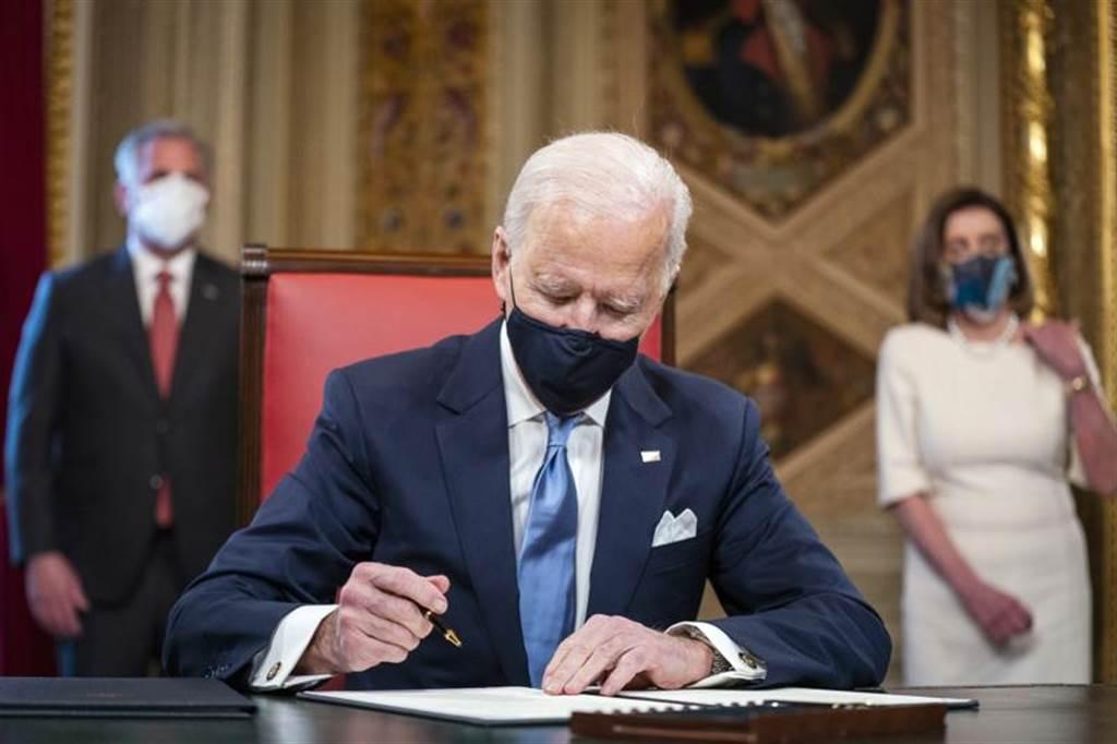 美國總統拜登在當地時間20日正式就職。(圖/美聯社)
